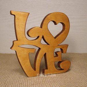 """Декорация от дърво """" Love"""""""