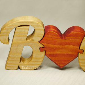 дървен пъзел Инициали със сърце