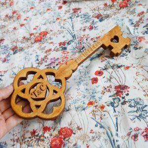 Дървен Ключ с Гравирани Инициали